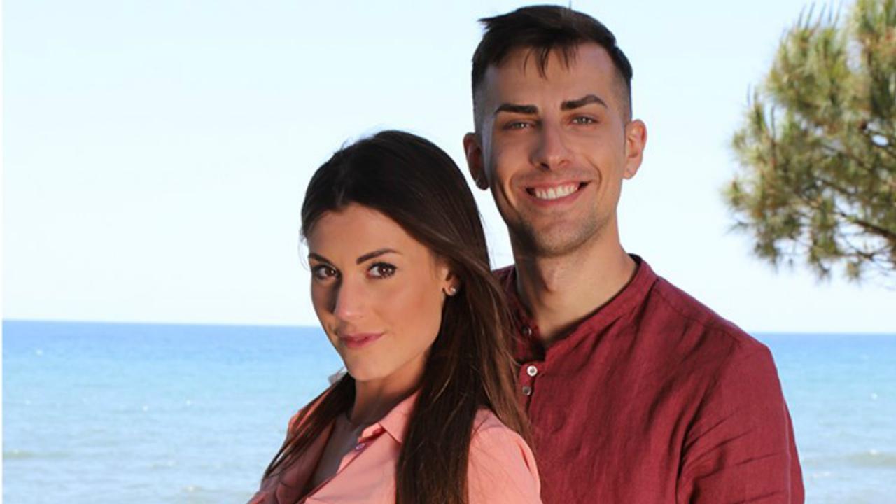 Temptation Island 2019, Ilaria in ginocchio da Massimo: il video shock fa il giro del web