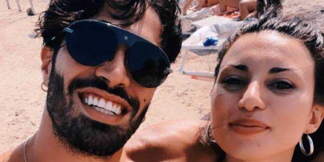 Temptation Island 2021, Luciano e Manuela simulano un falò di confronto: lo sfottò a Stefano