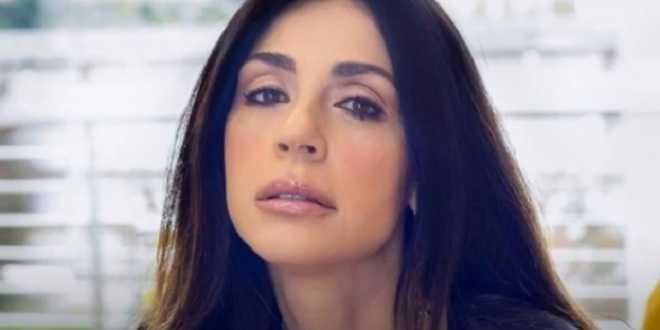 """Amici 2021, Raffaella Mennoia shock: """"Insultate chi pubblica gli spoilers"""""""