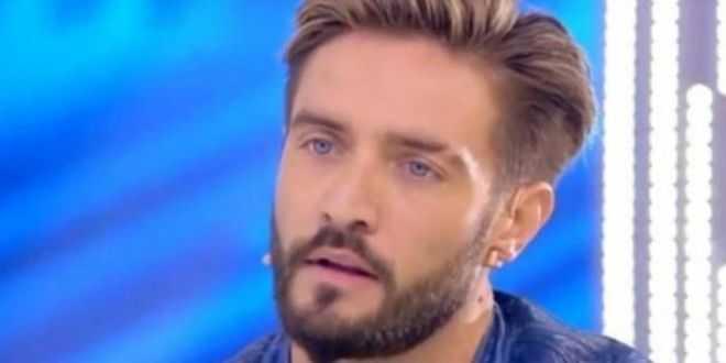 Grande Fratello Vip 6, Alex Belli scoperto da Carmen Russo in intimità con se stesso