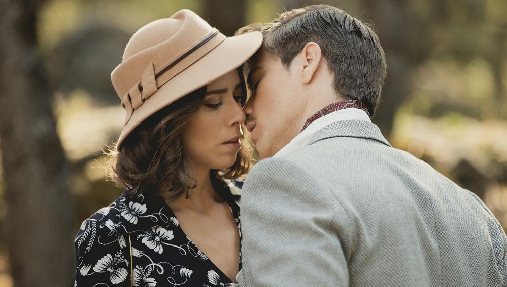 Anticipazioni Il Segreto, puntate spagnole: Adolfo ama Marta, Alicia schiaffeggiata dalla madre