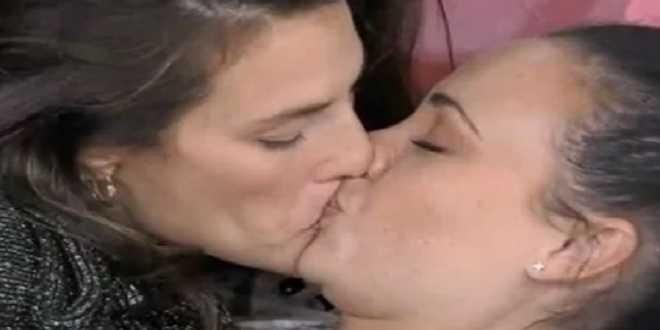 GF Vip 5, Adua e Dayane sempre più intime: arriva un altro bacio passionale
