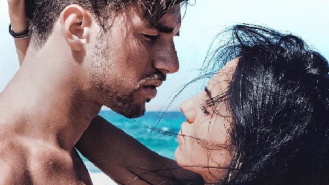 """Uomini e Donne news, Andrea Damante confessa: """"Indosso ancora il bracciale di Giulia"""""""