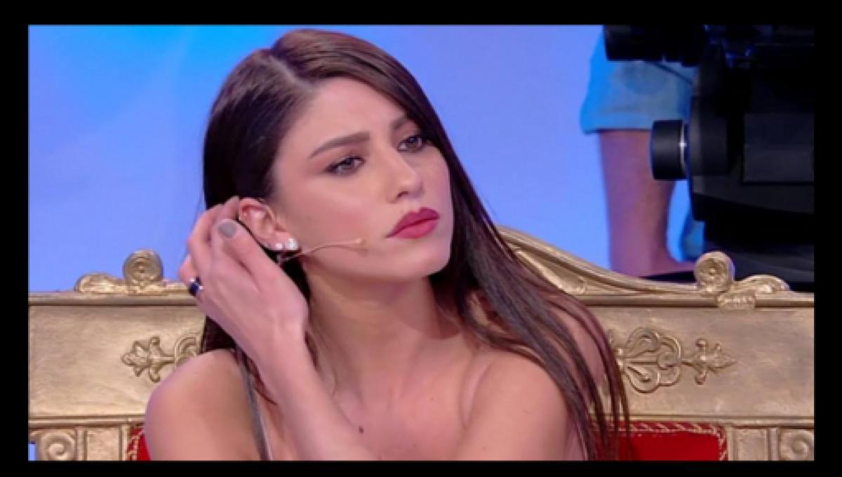 Uomini e Donne news, Angela Nasti: un corteggiatore mente? La segnalazione