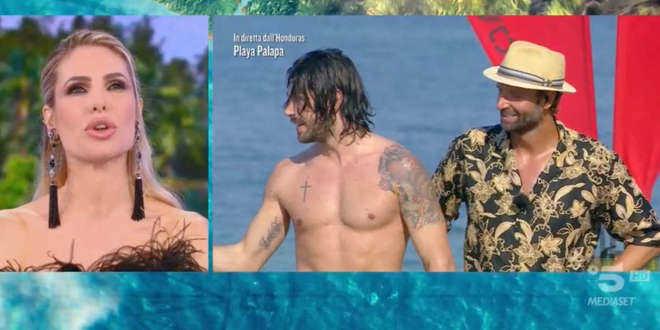 Isola dei Famosi, anticipazioni puntata 3-5-2021: gli ex naufraghi in studio