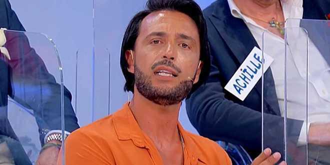 Uomini e Donne, Armando Incarnato deriso sui social per la sua acconciatura: lui risponde furioso