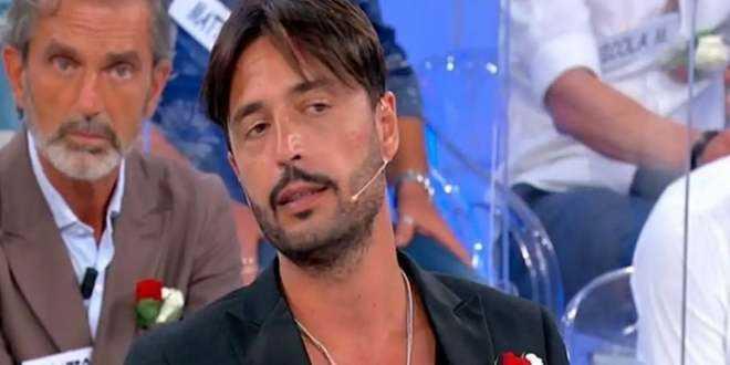 """Uomini e Donne gossip, Armando Incarnato fa infuriare le donne: """"Vergognoso!"""""""
