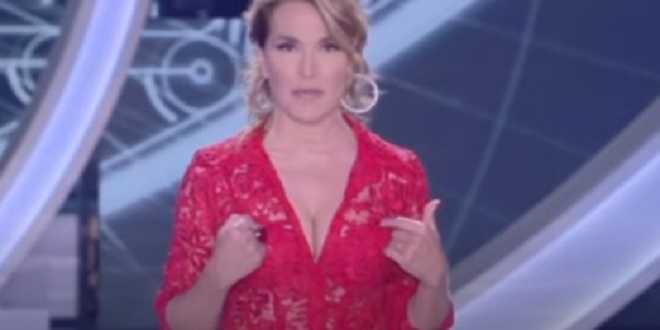 """Barbara d'Urso infuriata dopo lo scoop: """"Non ho relazioni con uomini sposati!"""""""