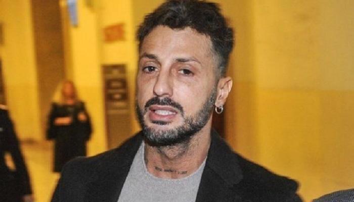 Brutte notizie per Fabrizio Corona: l'ex re dei paparazzi dovrà scontare altri 9 mesi di carcere