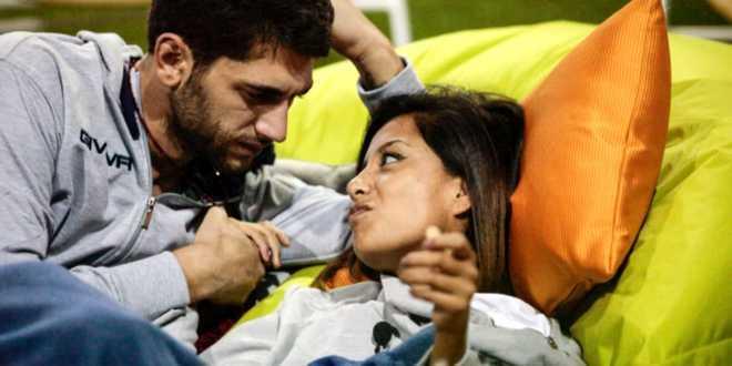 """GF Vip 2, Carla Cruz censurata: """"Con Jeremias molto più di un bacio"""""""