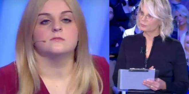 """C'è Posta per Te, Maria De Filippi furibonda: """"Non c'è niente da ridere"""""""