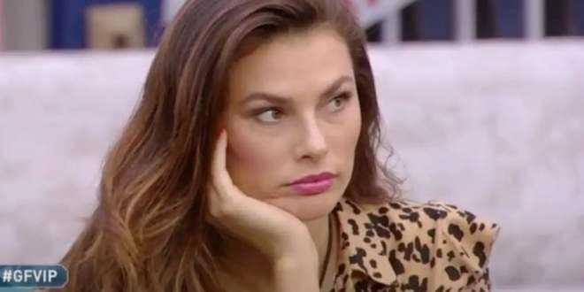 GF Vip 5, Dayane Mello parla da sola allo specchio: Samantha De Grenet preoccupata
