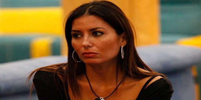 Elisabetta Gregoraci chiama i suoi avvocati per le falsità sul suo conto