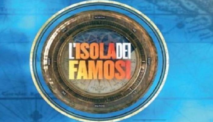 """Isola dei Famosi, ex naufraga disperata: """"Uno stalker mi perseguita da due anni"""""""