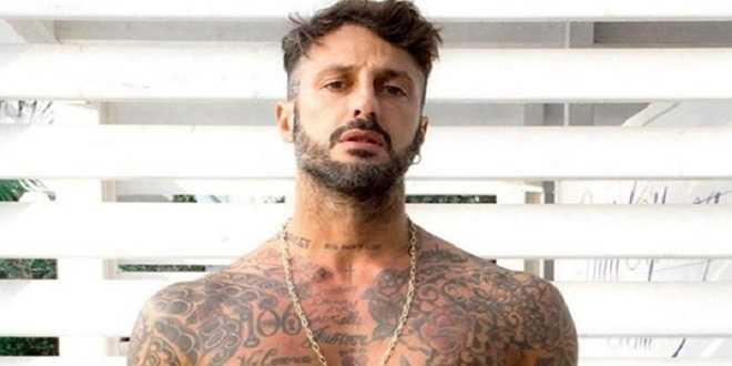 Fabrizio Corona ancora nei guai: i carabinieri lo raggiungono in piena notte