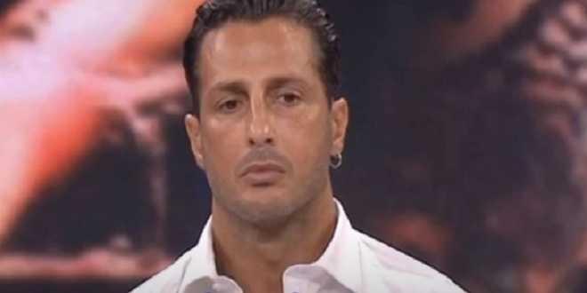 Fabrizio Corona lascia l'ospedale e torna in carcere: il messaggio di Gianluca Grignani