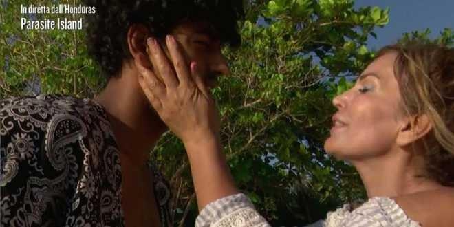 Isola dei Famosi 2021, Fariba e Akash si sono sentiti prima dell'inizio del reality?