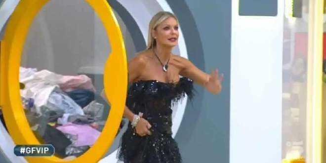 """GF Vip 5, il dramma di Matilde Brandi: """"Mia madre morta mentre a Verissimo parlavo di lei"""""""