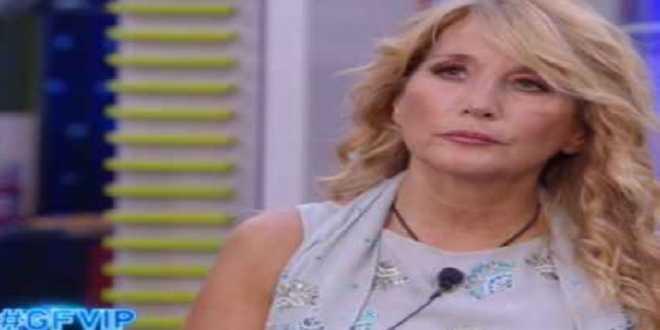 GF Vip 6, Alfonso Signorini non sopporta Jo Squillo? Lo sfogo della cantautrice
