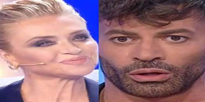 """Uomini e Donne, Gianni Sperti """"mantenuto"""": nuove accuse da Paola Barale"""