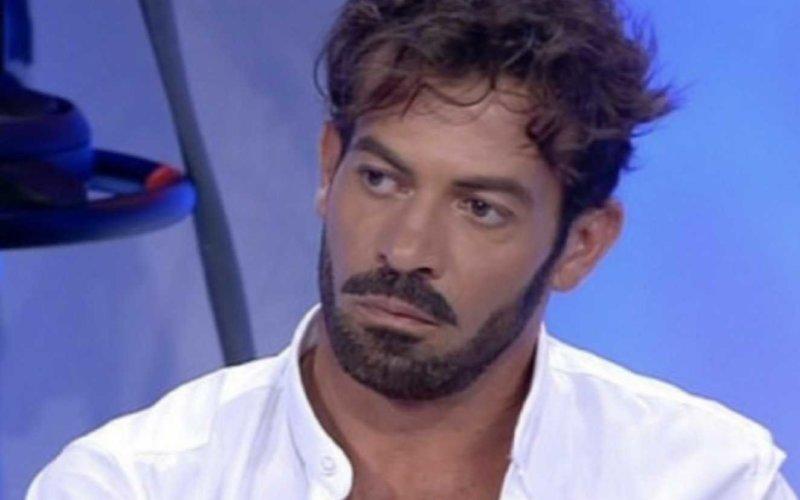 Uomini e Donne news, Gianni Sperti non ci sta e dice la verità su Claudio Sona e Mario Serpa