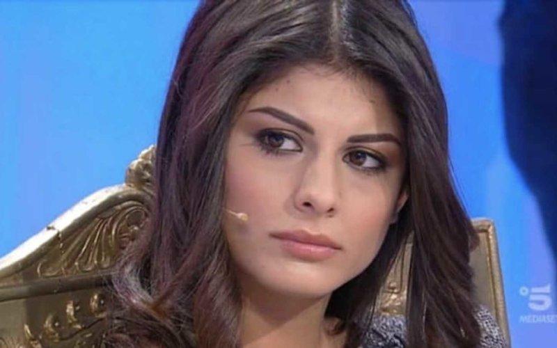 Uomini e Donne news, Giulia Cavaglià ha un nuovo fidanzato famoso: il video mentre si baciano