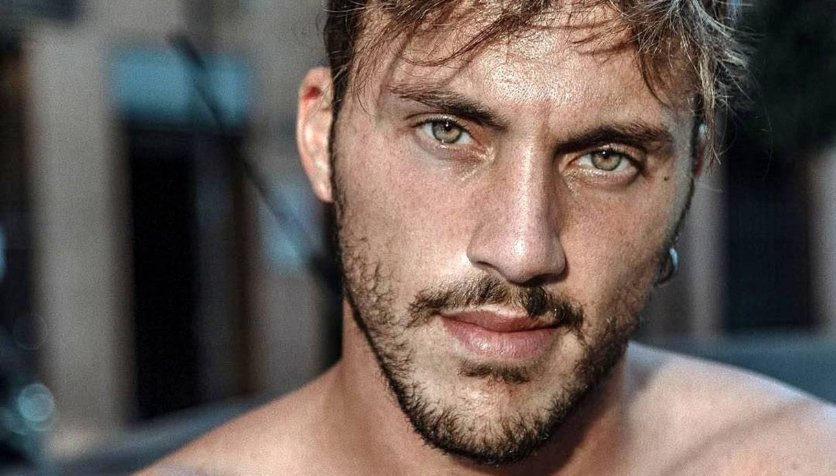 News Uomini e Donne, Giulio Raselli si è fidanzato? Le foto e le parole dell'ex corteggiatore