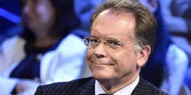 """Uomini e Donne gossip, Cecchi Paone su Gemma Galgani: """"Non so se reciti una parte"""""""