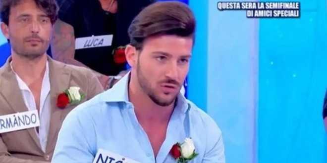 """Uomini e Donne, il gossip shock: """"Nicola Vivarelli è fidanzato"""""""