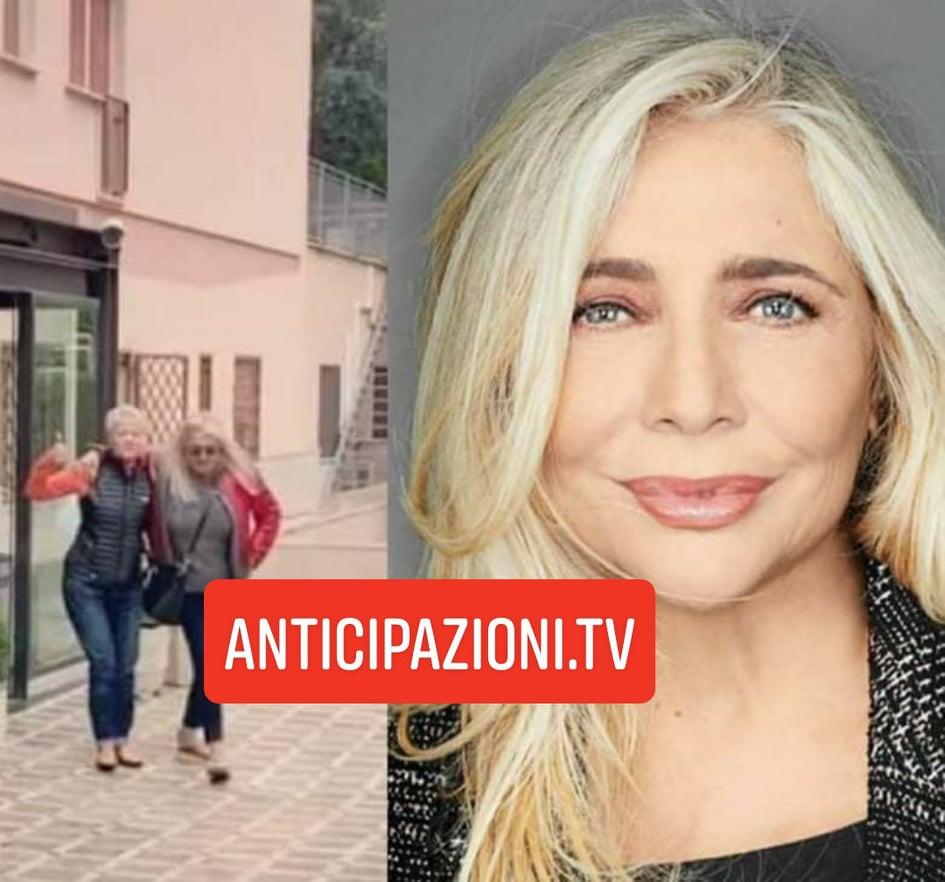 Incidente per Mara Venier: la conduttrice di Domenica In finisce in ospedale