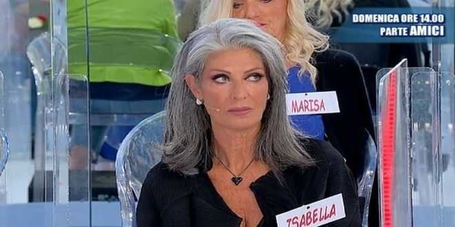 """Uomini e Donne, Isabella Ricci nuovamente """"massacrata"""" a centro studio: la reazione del web"""