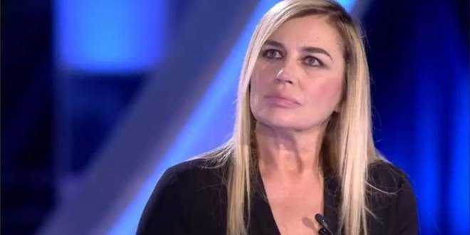 """L'intervista shock a Lory Del Santo: """"Segregata, picchiata e violentata tutta la notte"""""""
