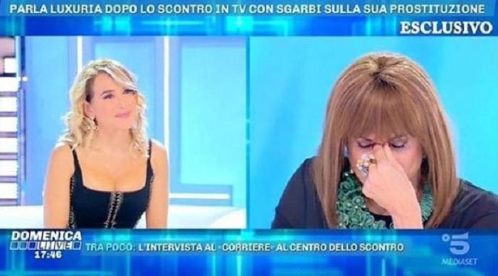 """Luxuria affronta la d'Urso in diretta: """"Dovevi essere la Barbara che li mette in riga"""""""