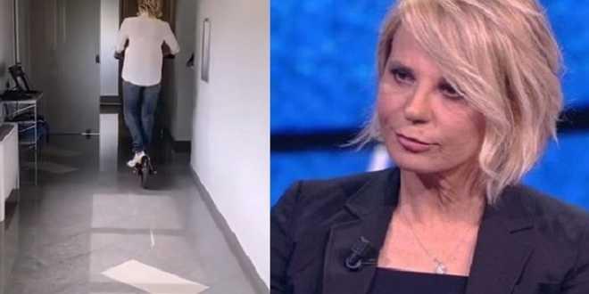 Maria De Filippi: boom di acquisti dopo il suo video in monopattino