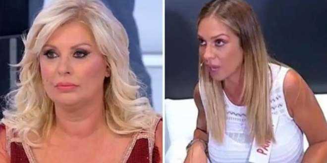 Gossip Uomini e Donne, Pamela sbugiarda Tina Cipollari: l'opinionista ha mentito