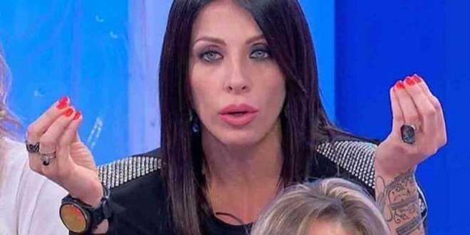 Uomini e Donne, piovono accuse gravissime su Valentina Autiero: lei si difende così