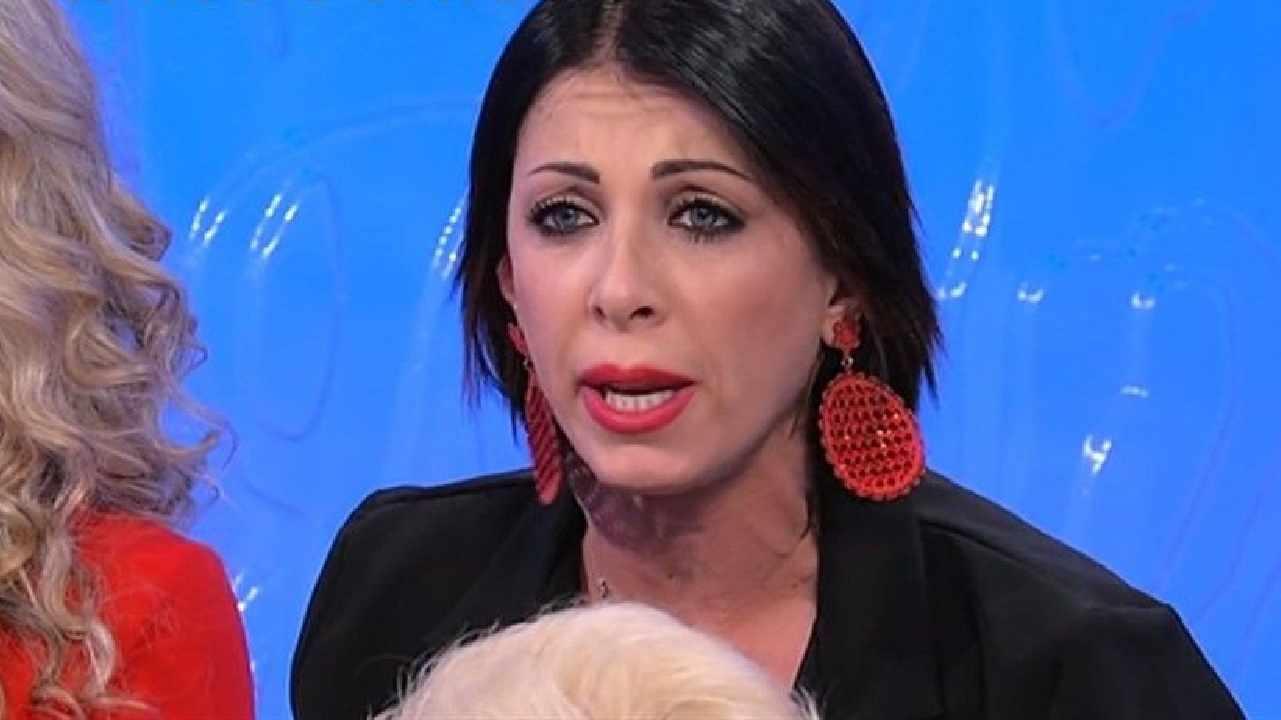 Uomini e Donne, prima puntata: lo sfogo della tronista trans e la rabbia di Valentina Autiero