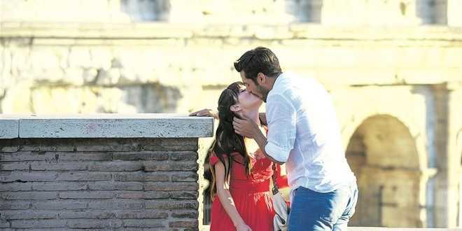 Cherry Season: la romantica foto di Serkan Cayoglu e Ozge Gurel