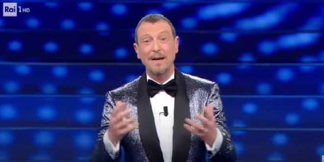 Sanremo 2021, Amadeus nella bufera: chiesto il rinvio del Festival