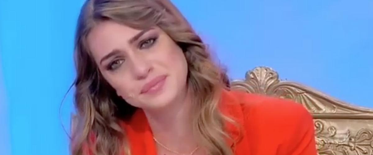 News Uomini e Donne, Sara Tozzi è tornata con l'ex fidanzato? Ecco la segnalazione che lo conferma