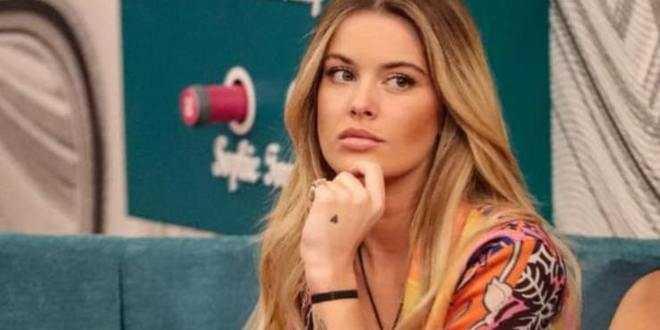 """GF Vip, lo staff di Sophie su Instagram: """"Non sappiamo cosa le passa per la testa"""""""