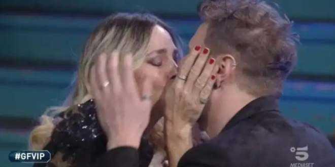 GF Vip 5, Stefania Orlando: il marito fa una rivelazione sulla loro prima notte insieme