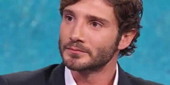 Stefano De Martino irriconoscibile da Mara Venieri: fan preoccupati