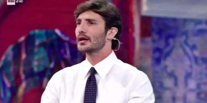 Stefano De Martino non ne può più: gli nominano Belen e lui sbotta