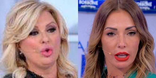 """Uomini e Donne, Tina Cipollari contro Ida Platano: """"Sei pesante, finirai come Gemma!"""""""