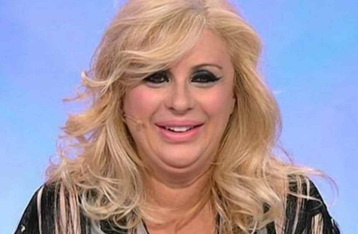 """Uomini e Donne gossip, Tina Cipollari entusiasta: """"Ecco come la dieta mi sta cambiando la vita!"""""""