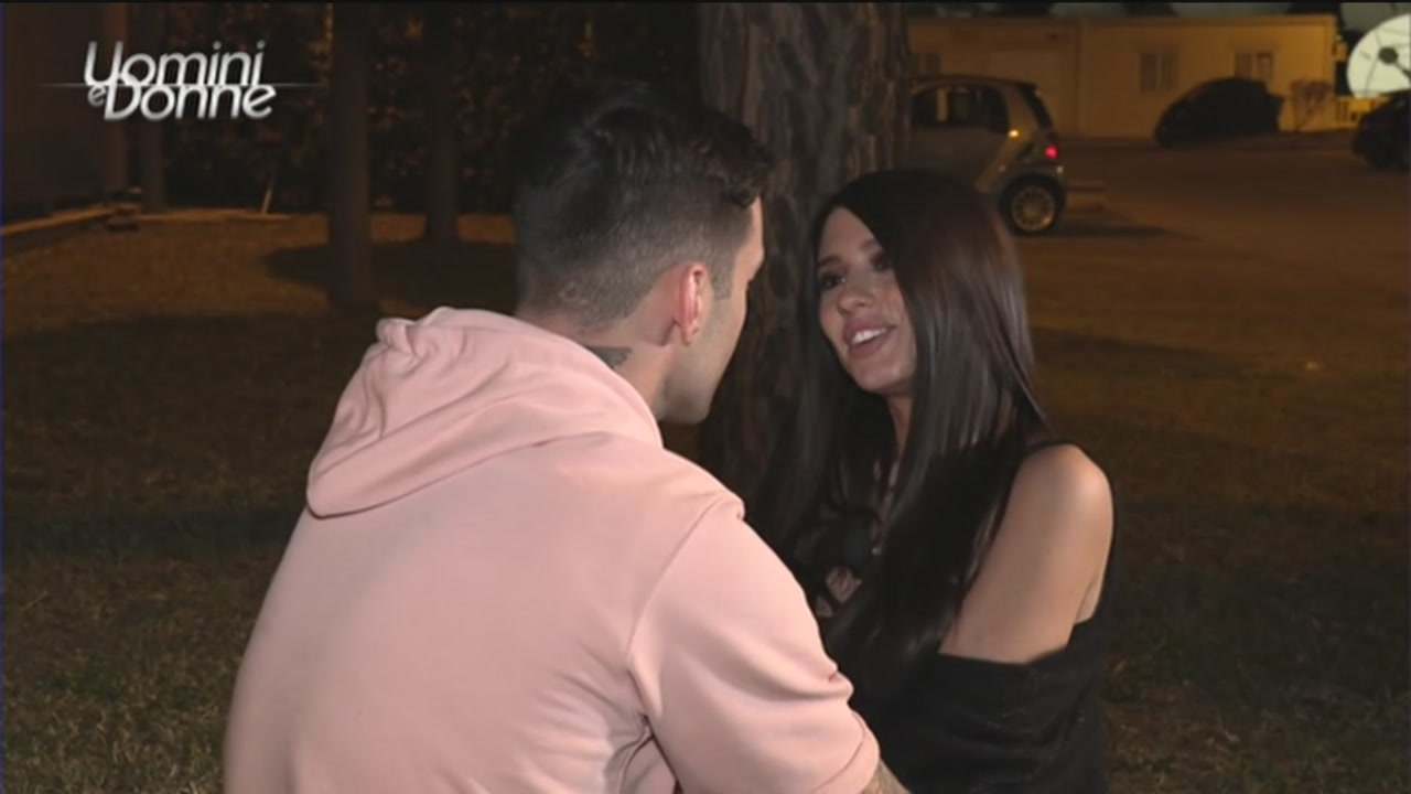 Uomini e Donne anticipazioni, tra Alessio Campoli e Angela Nasti scoppia la passione nella Spa?