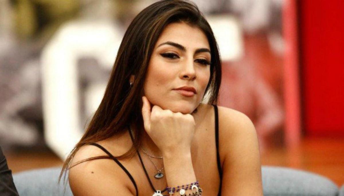 Uomini e Donne, Giulia Salemi dimentica Monte tra le braccia di un famoso tronista: ecco chi è!