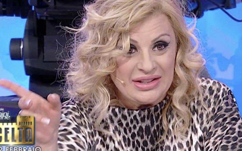 Uomini e Donne gossip, un'ex tronista deride Tina Cipollari e sui social scoppia il caos