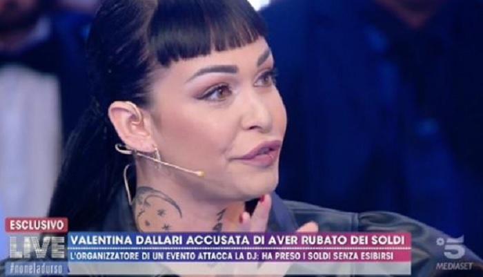 """Uomini e Donne, Valentina Dallari insultata sul web: """"Sembri la donna gatto!"""""""